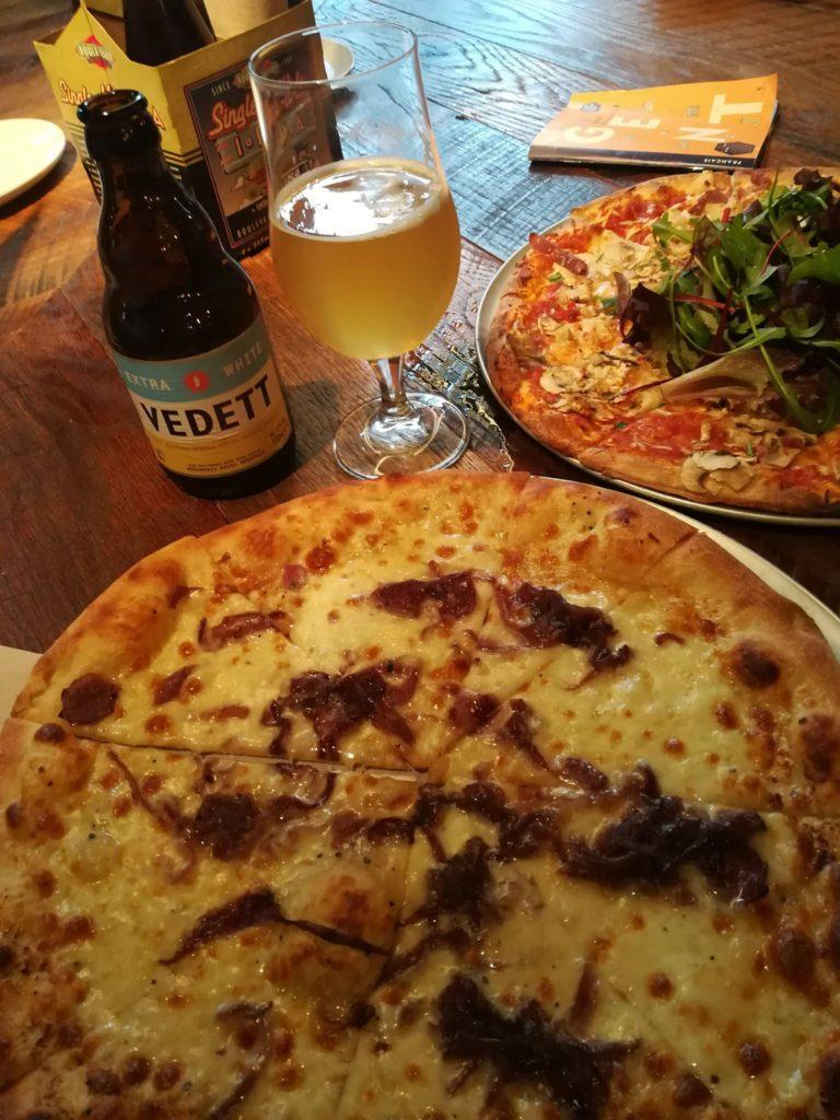 Pizza blanche végétarienne de chez Otomat à Gand.